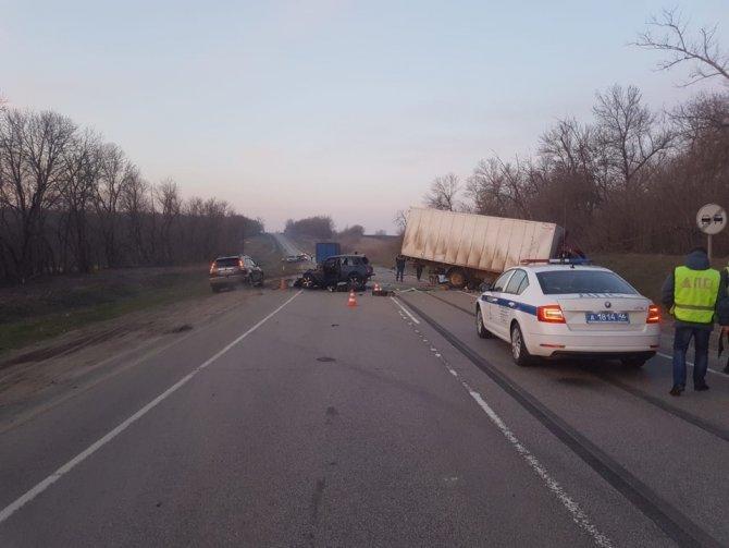 В тройном ДТП в Курской области погиб водитель (2)