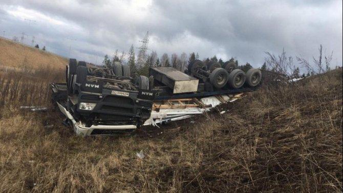 Водитель фуры погиб в ДТП в Торжокском районе