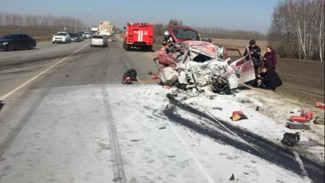 Водитель «Калины» погиб в ДТП с фурой в Орловской области