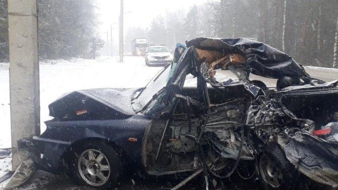 ВИвановской области столкнулись тягач илегковушка— 3 пострадавших оказались вбольнице