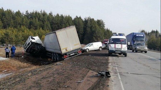 Молодой водитель погиб в массовом ДТП в Удмуртии