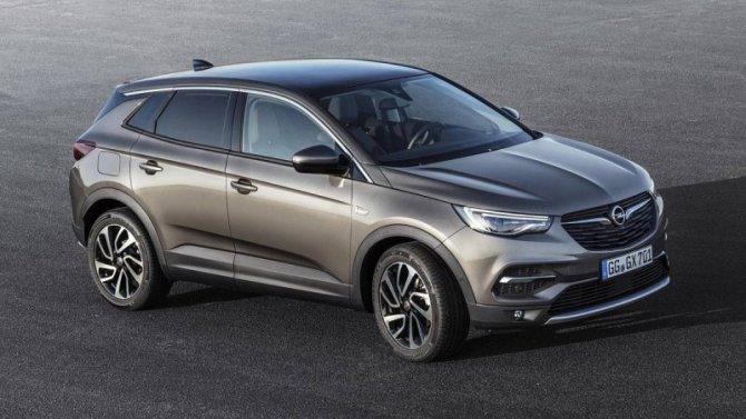 Падение рубля: подорожали две модели Opel