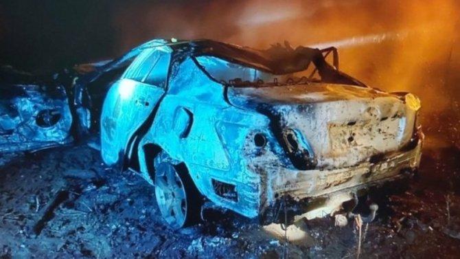 Под Саратовом сгорела машина – погибли два человека