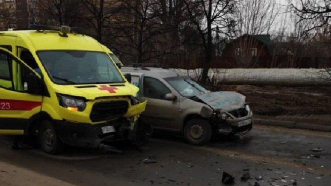 Три человека пострадали в ДТП со «скорой» в Казани