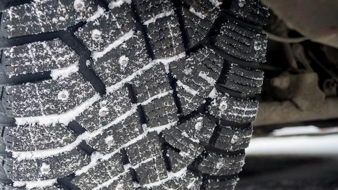 Синоптики советуют ждать со сменой зимней резины до апреля