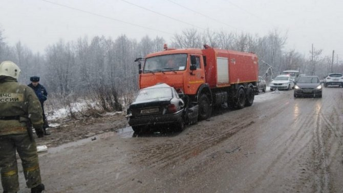 В ДТП с КамАЗом в Вышневолоцком районе погиб человек