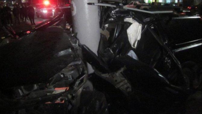 В Орле иномарка врезалась в столб – погибли двое