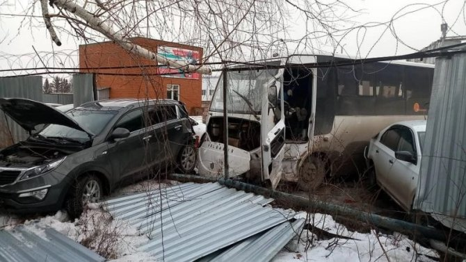 В Татарстане водитель автобуса умер за рулем и устроил ДТП