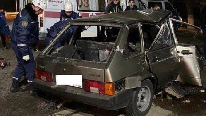Молодой водитель иномарки погиб в ДТП в Ростовской области