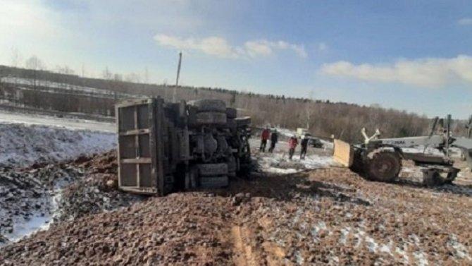 Водитель грузовика погиб в ДТП под Череповцом