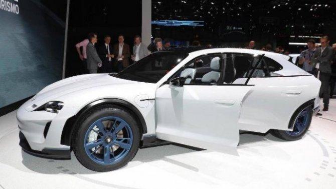 Электромобиль Porsche Taycan Cross Turismo появится в этом году