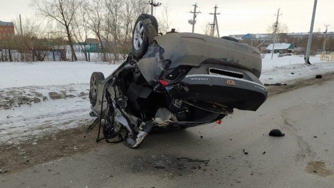 Два человека погибли в перевернувшейся машине под Омском