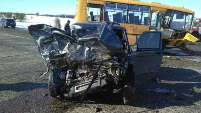 Водитель «Нивы» погиб в ДТП с автобусом в Удмуртии