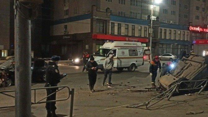 В ночном ДТП в Саратове один погиб, пятеро пострадали