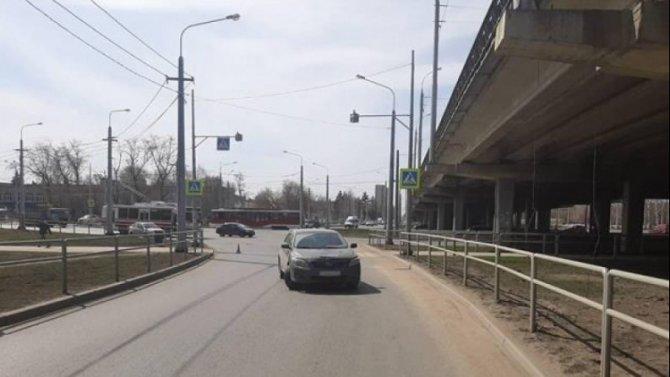 В Самаре иномарка на переходе сбила женщину