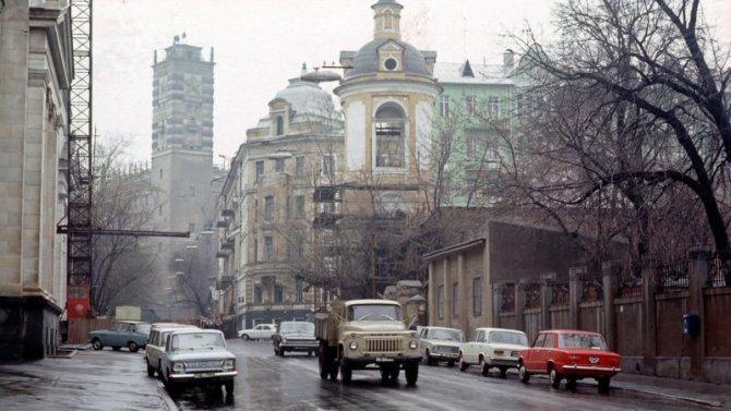 Лидеры советского автопрома: кто изних был лучшим?