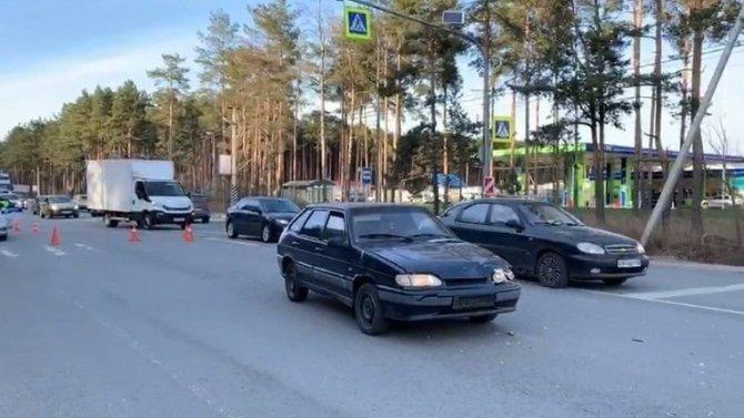 В Ленобласти сбили женщину с тремя детьми