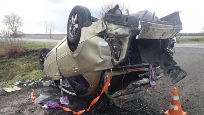 Двое пострадали при опрокидывании машины в Воронежской области