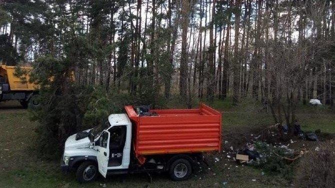 Водитель самосвала погиб в ДТП в Воронеже