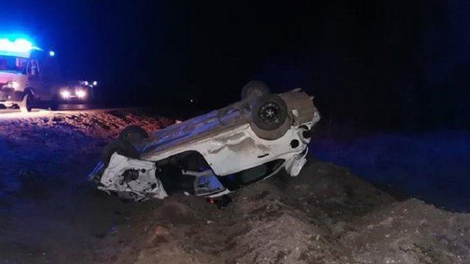 Два человека погибли при опрокидывании машины под Самарой