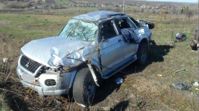 Три человека пострадали при опрокидывании машины под Курском