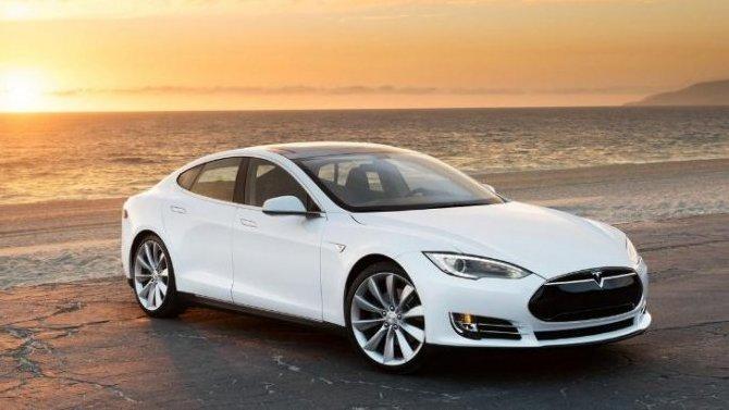 Tesla Model Sстала приёмистее гиперкаров