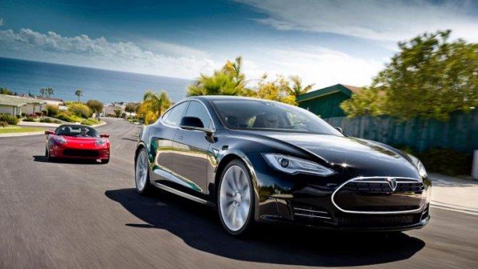 Электромобили Tesla смогут сами искать свободные парковки