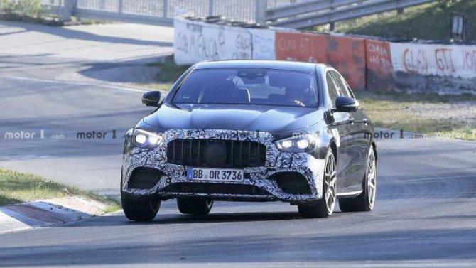 Новый Mercedes-AMG E63: камуфляжа стало меньше