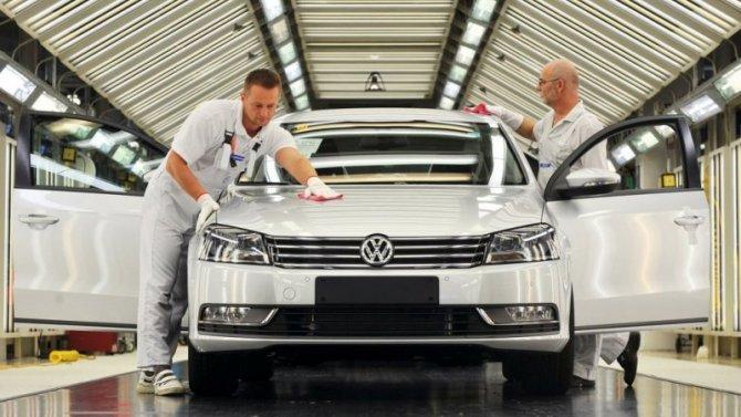 Пандемия: вЕвропе возобновляется выпуск автомобилей
