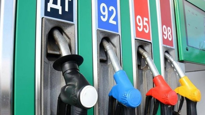 Россия может запретить импорт дешевого топлива встрану— так что цены набензин останутся прежними