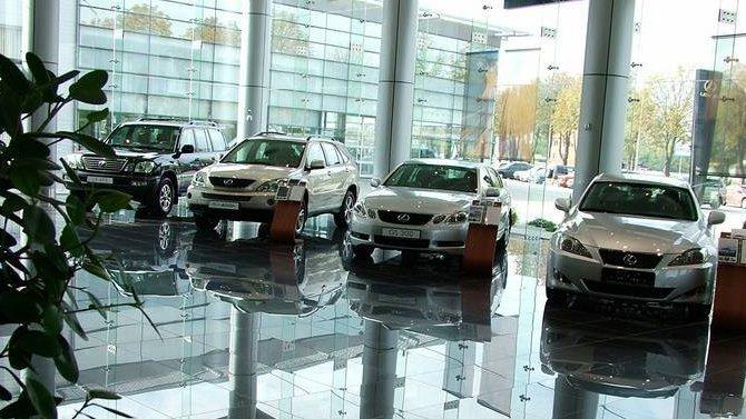 Автодилеры просят разрешить им снова продавать машины в дилерских центрах