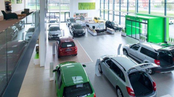 Регионы решают: в России возобновляется продажа автомобилей