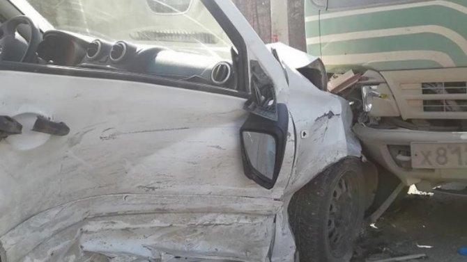 ВЕкатеринбурге «Гранту» отбросило нагрузовик после столкновения синомаркой