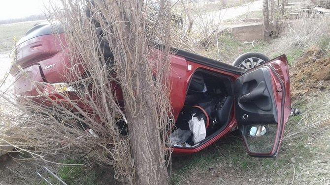 В Сакмарском районе при опрокидывании машины пострадали двое
