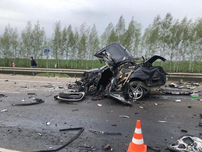 Водитель Мерседеса погиб в ДТП в Рязанской области (3)