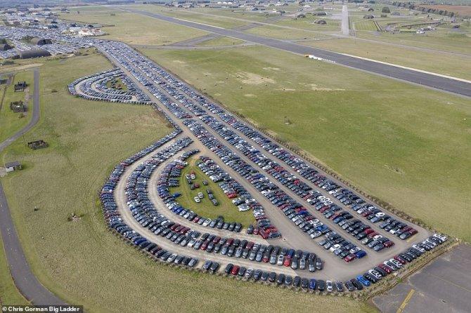 Автомобили на аэродроме 1