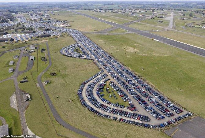 Автомобили на аэродроме 5