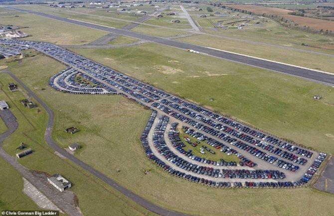 Автомобили на аэродроме 4