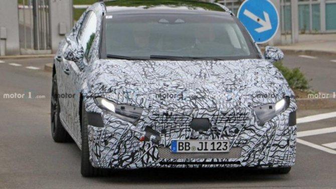 Электромобиль Mercedes-Benz EQS получит полноуправляемое шасси