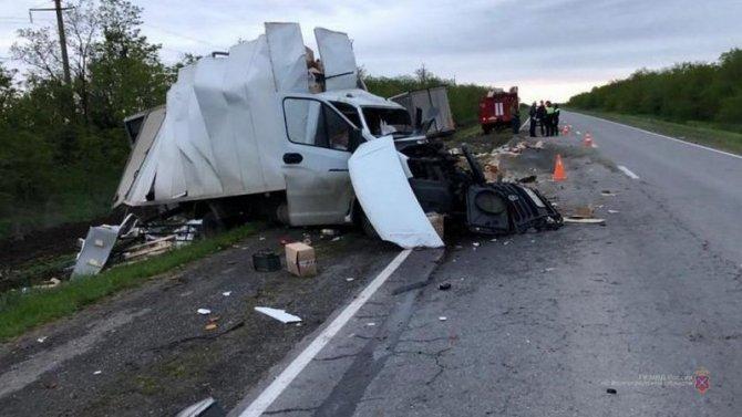 В Волгоградской области в ДТП с грузовиками погиб человек