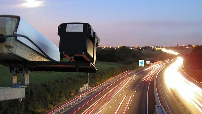 ВРоссии предлагают ставить специальные дорожные знаки, обозначающие места, где нет камер