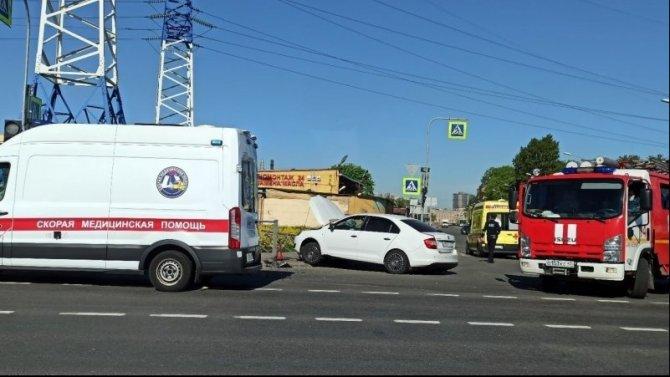 Женщина серьезно пострадала в ДТП на Витебском в Петербурге