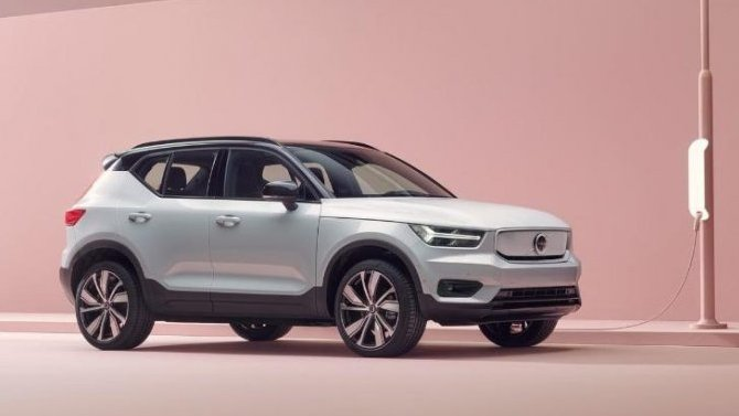 Гибридный Volvo XC40 готовится кобновлению