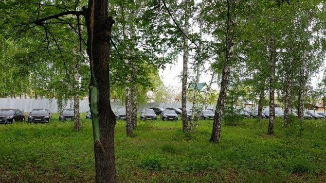 В Челябинске обнаружили 56 новых Toyota Camry, которые не пригодились местным властям и стоят под открытым небом