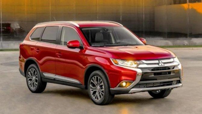 Падение рубля: вновь подорожал Mitsubishi Outlander