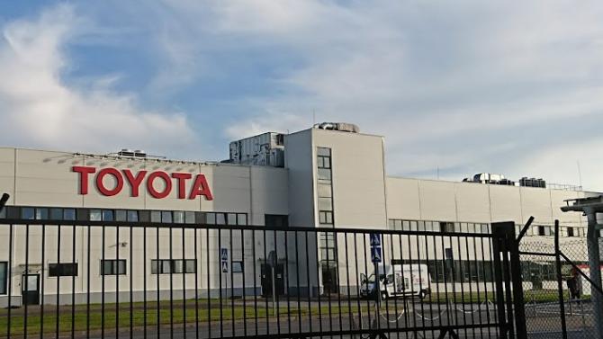 Завод Toyota в Санкт-Петербурге начал производство медицинских масок и щитков