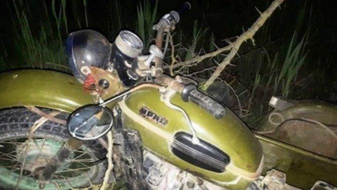 На Кубани мотоциклист врезался в дерево и погиб