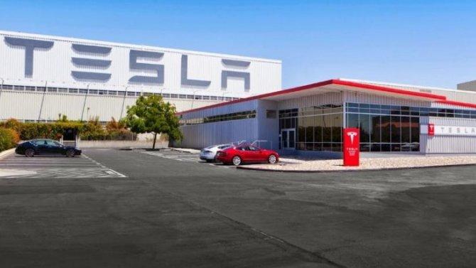 Пандемия: Илону Маску непозволили вновь запустить завод Tesla