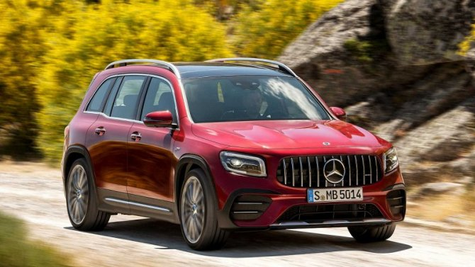 Кроссовер Mercedes-Benz GLB получил новую базовую комплектацию
