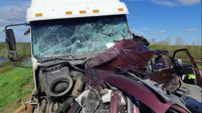 Два человека погибли в ДТП с грузовиком в Котласском районе